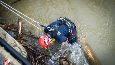 Kainach: MRAS-Team der Feuerwehr löst mächtige Verklausungen