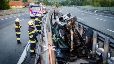 A2: Spektakulärer Verkehrsunfall