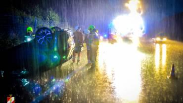 Verkehrsunfall bei strömenden Regen