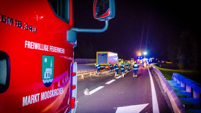 Crash mit Anhänger – Bauschutt auf A2