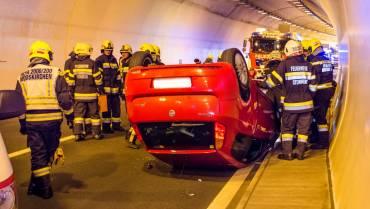 Fahrzeugüberschlag im Assingbergtunnel