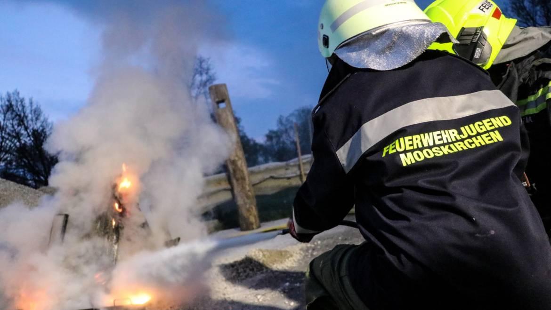 Jugendübung: Funkschulung und Brandbekämpfung