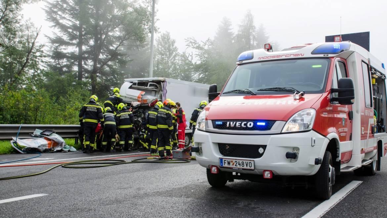Tödlicher LKW-Unfall auf der A2
